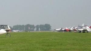 ASH 26 E contra Motorflugzeuge am Flugplatz Midden Zeeland. Viele Grüße aus den Niederlanden von Jan van Heteren.