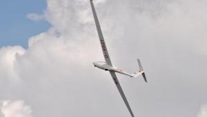 Und noch ein Bild von Friedrich Wesch, diesmal die ASK 21 der Fliegerschule Wasserkuppe beim Kunstflug mit Pilot Hubert Jensch