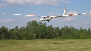Frédéric Baas vom Tournai Air Club in Belgien mit der ASH 25 E im Landeanflug