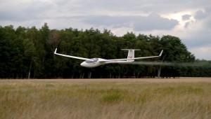Die ASW 28 vom SFC Betzdorf-Kirchen beim Endanflug während der DMJ 06 in Neuhausen, eingesandt von Michael Klein.