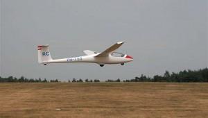 """Im Segelflugzentrum """"Terlet"""" (Holland) sind seit 1985 drei ASK 23 stationiert und werden mit grosser Zufriedenheid geflogen. Das Foto schickte uns Kees Hirdijk."""