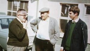 Alexander Schleicher und Sohn Werner mit einem Kunden