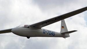 Jürgen Delzeit aus Idar-Obersteinfliegt fliegt mit der Ka6E immer noch Überland und ist nach wie vor begeistert von der Ruderabstimmung, der Wendigkeit und Gutmütigkeit: Sie steigt super gut und im Streckenflug geht sie auch voran. Halt eine von Euch wunderschön gebaute Ka6E.