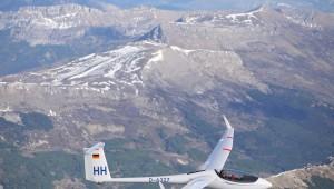 Felix Huttel mit seiner ASW27 an der Serre de Montagne bei Puimoisson in Südfrankreich.