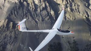 Lars Groot, 17-jähriger Pilot aus den Niederlanden fotografierte seinen Vater in der neu angeschafften ASW 28-18 E beim Fliegerurlaub in Saint Crépin.
