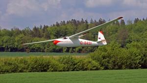 Lange Zeit hing fast vergessen die wunderbare Ka6 CR des Luftsportrings Aalen an der Hallendecke, bis sie von Flugschüler Michael Hofmann wiederentdeckt wurde. Vereinkamerad Florian Paul ist ebenfalls begeisterter Cabrio-Flieger.