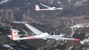 Die neue ASK 21 Mi der Fliegerschule Wasserkuppe im Verbandsflug über den französischen Alpen.