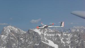 Simon Bönisch mit seiner heißgeliebten ASW 24 auf dem Heimweg aus den Alpen zum Heimatplatz Bad Wörishofen. Links ist die Zugspitze zu sehen