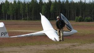 Die ASW 24 nach der Landung auf dem Flugplatz Selänpää (EFSE). Pilot: Heikki Tynys Foto: Jonna Viilamo