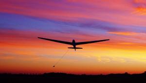 Jeden Herbst fliegt der Vliegclub Haamstede in Holland einen Tag von Sunrise bis Sunset. Die wunderschöne Aufnahme von Jeroen Vink zeigt die ASK 13 des Vereins