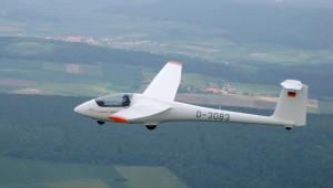 """Flugschüler Christian Rath (16) vom LSV Eschershausen schreibt: Unsere ASK 23 B fliegt sich unheimlich schön und es macht wirklich Spaß bei entsprechendem Wind mit 70 km/h am Hang """"entlang zu eiern"""". Der Gedanke daran versüßt die Fahrt zum Flugplatz unheimlich."""
