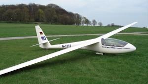 Die schmucke ASW 15 B von Dirk Nolzen aus Radevormwald, der das Design der Vereins-19 auf sein Flugzeug übertragen hat.