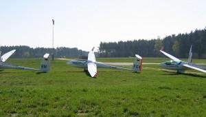 Die drei ASH 26 E von Erwin Daschner, Thomas Kleber und Alfred Böhm kurz vor dem Rollen zur Startposition.