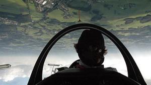 John Groteloh während einer Kunstflugvorführung mit der ASK 21 auf dem Flugtag in Wipperfürth.