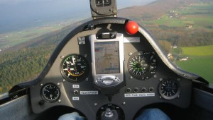 """""""Alter Flieger"""", neue Uhren. Ein PDA hält Einzug in die 30 Jahre alte ASW 19 von Michael Zwilling."""