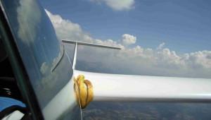 Weshalb man sich bei Schleicher überhaupt so große Gedanken um den Rumpf-Flügel-Übergang macht, fragte sich Alexander Schulz, dem es nach einigen Flugmanövern mit seiner ASW 24 E in den französischen Alpen doch noch gelang, den Ballast endgültig abzuwerfen.