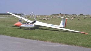 Jean-Paul Poisseroux hat diese ASK 21 an einem sonnigen Tag in Abbeville (FR) festgehalten.