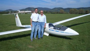 """""""Die 22 ist für uns nicht nur das beste, sondern auch das schönste Segelflugzeug!"""" sagen Michael und Herbert Leykauf, hier vor ihrem Traumflieger am Boden..."""