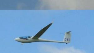 """Marc Morley fliegt mit seiner ASW 27 """"D48"""" in Neuseeland."""