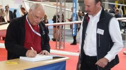 Peter F. Selinger signiert Uli Schwenks Buch