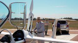 Visiting Benalla: Bernhard Eckey, AS representation in Australia, with his ASH30Mi