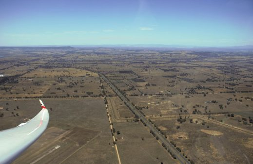 Bernhard Eckey in his ASH 30 Mi as a thermal sniffer above Benalla