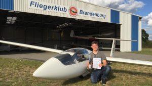 Max Winter belegt beim Landesjugendvergleichsfliegen 2017 in Straußberg den 1. Platz und beweißt damit, dass das auch mit einer ASW19B möglich ist.
