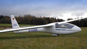 Nach 30 Jahren als Vereinsflugzeug in Gelnhausen hat Burkhard Wisser diese wunderschöne ASW 15 auch schon wieder 15 Jahre im Familienbesitz.