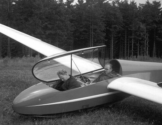 Edgar Kremer und Winfried Schleicher 1966 beim Erstflug der ASK 13<br>(Foto: Fam. Kaiser)