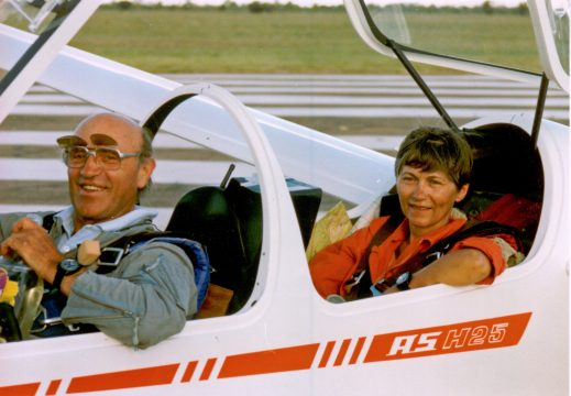 Hans Werner and his wife Karin in the ASH 25.