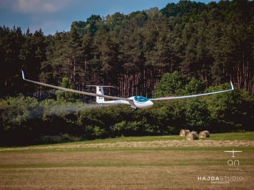 Sebastian Huhmann landing in the AS 33 Es